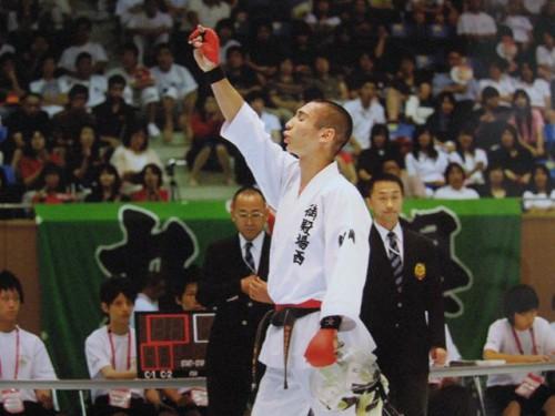 優勝を決めて、声援に答える須田芳広