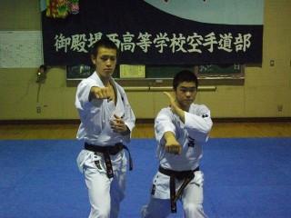 高塚(左)と佐合(右)
