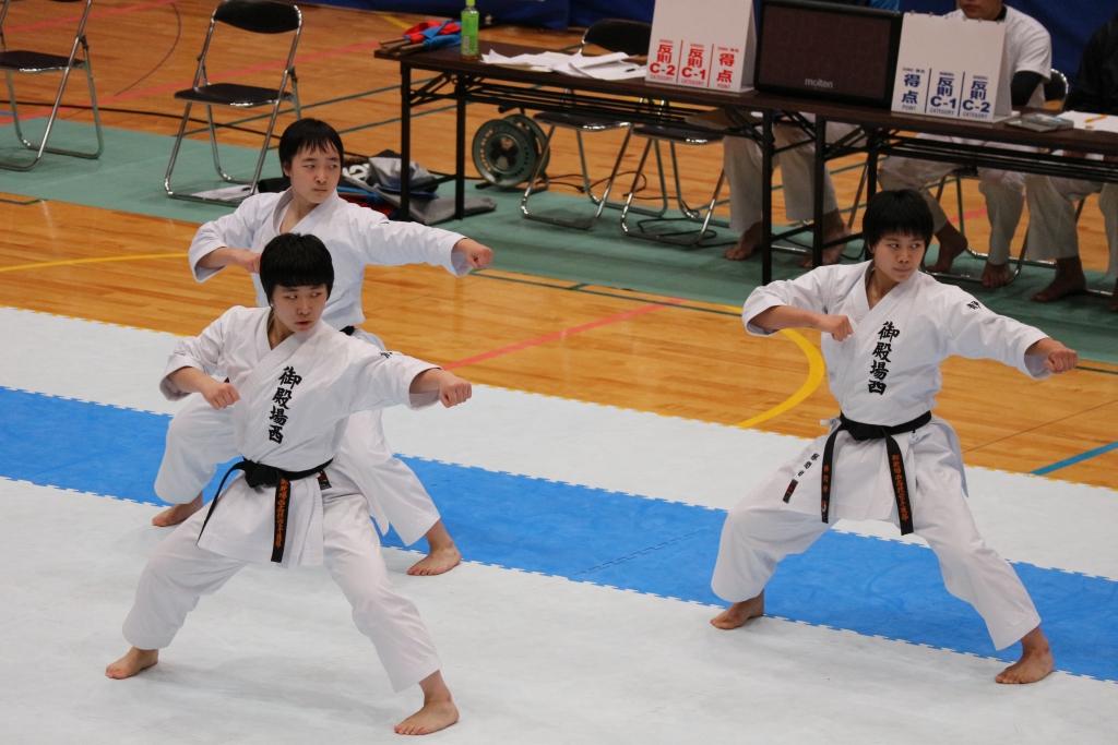男子団体形 (2)